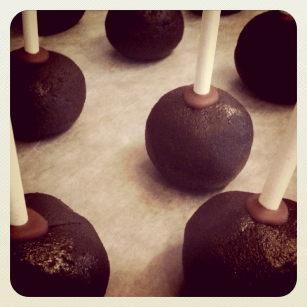 how to make chocolate cake balls from scratch