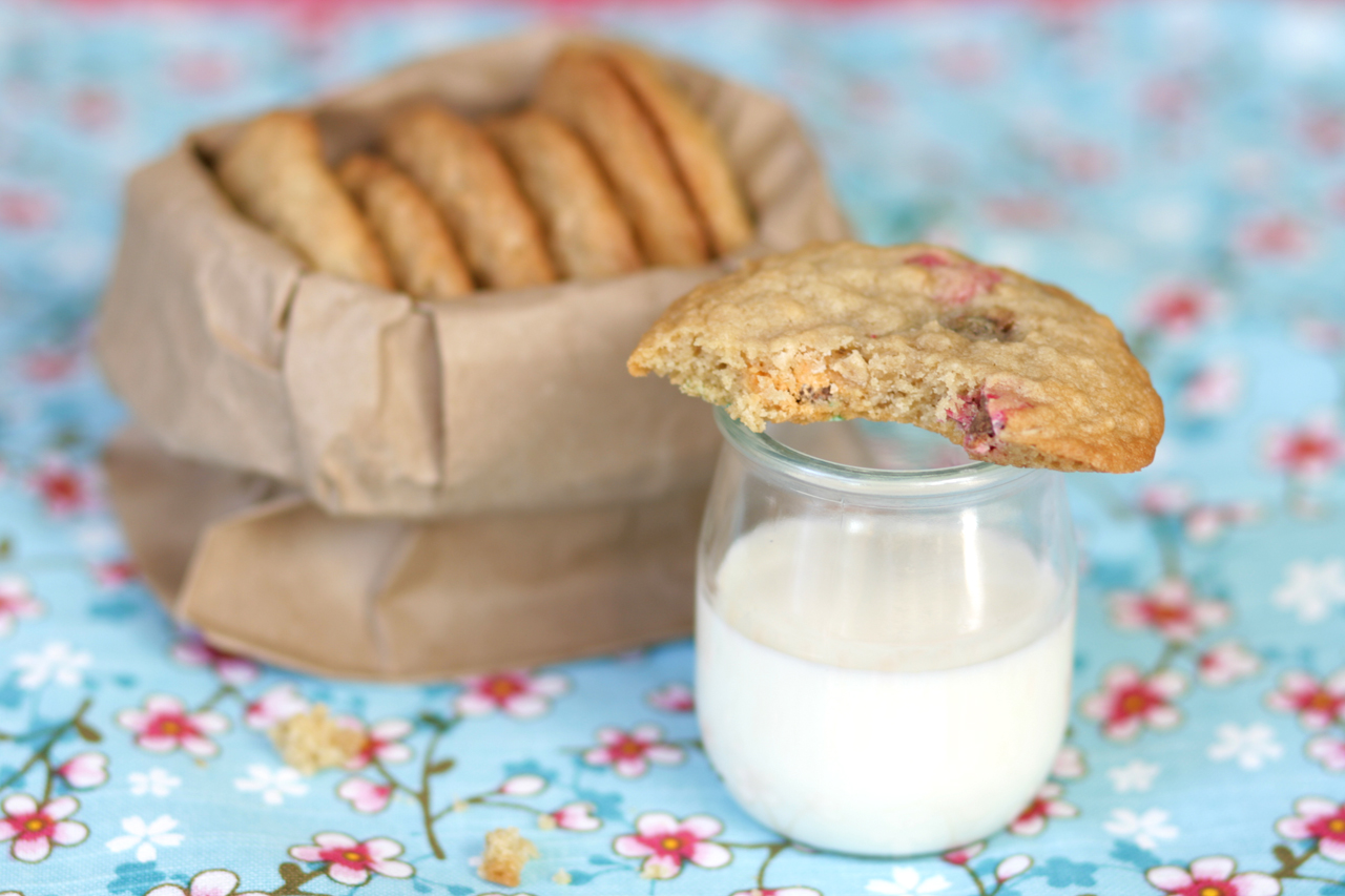 Oatmeal MnM Cookies and Milk