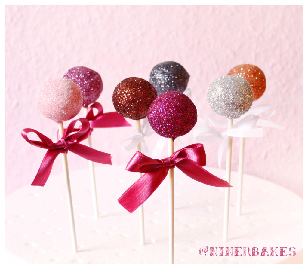 happynewyear_cakepops_glitter