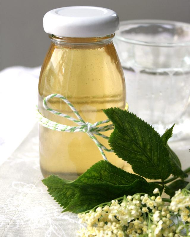 Homemade Elderflower Syrup a Hugo Basic